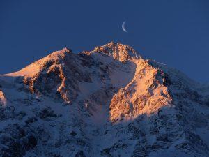 montagne-sous-un-coucher-de-soleil-images-photos-gratuites-libres-de-droits-1560x1170